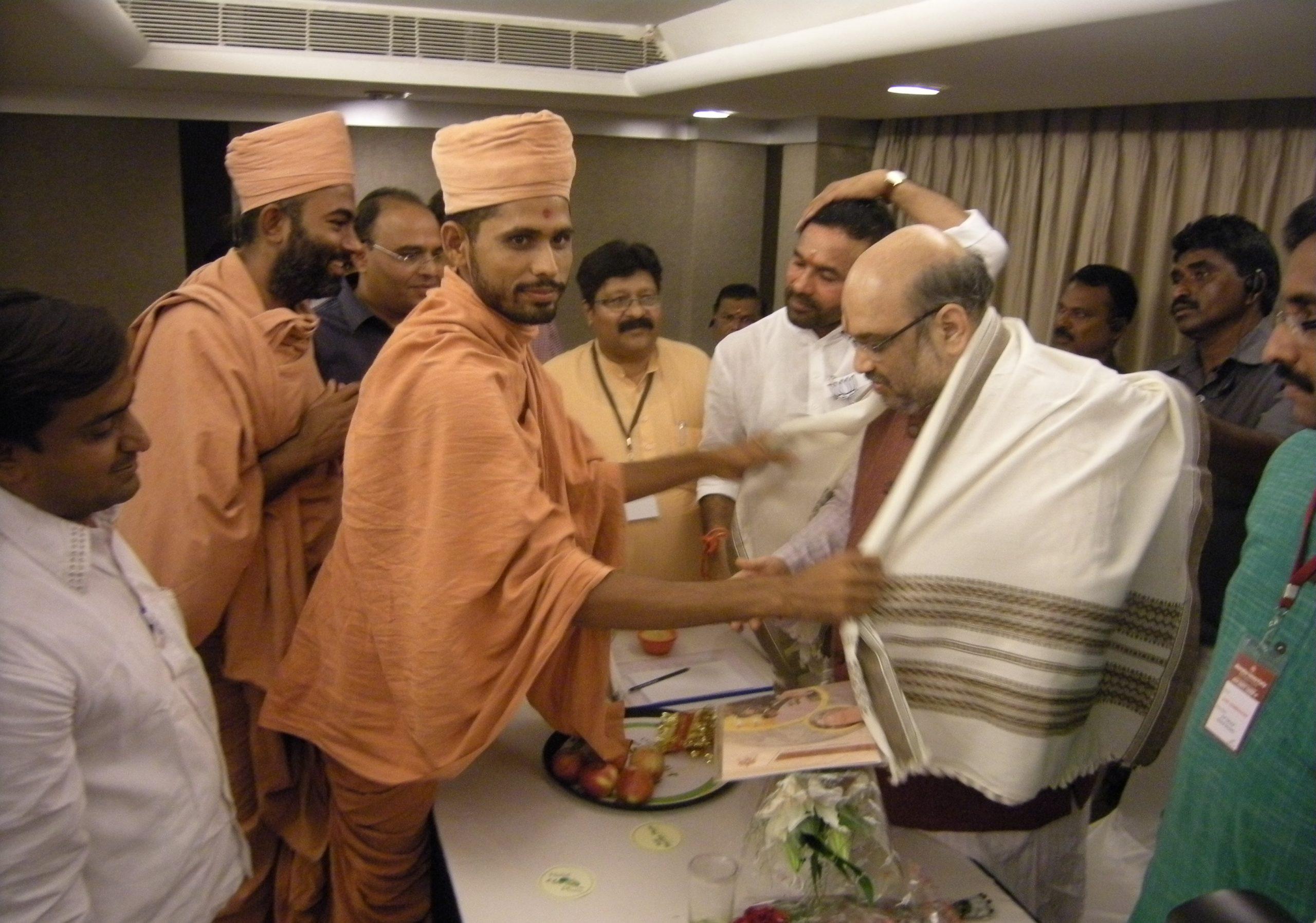 Saints of Swamy Narayan met AMIT SHAHJI