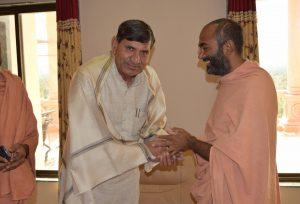 MOHANBHAI KUNDARIYAJI met Saints of Swamy Narayan