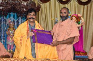 Saints of Swamy Narayan presented memonto to CN GOPINATH REDDY