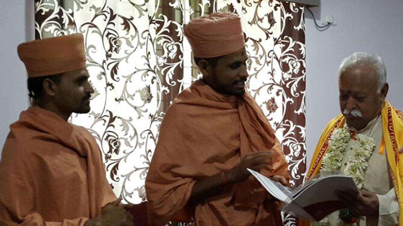 Saints of Swamy Narayan met MOHAN BHAGWAT