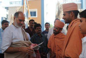 Saints of Swamy Narayan met Rameshbhai Oza