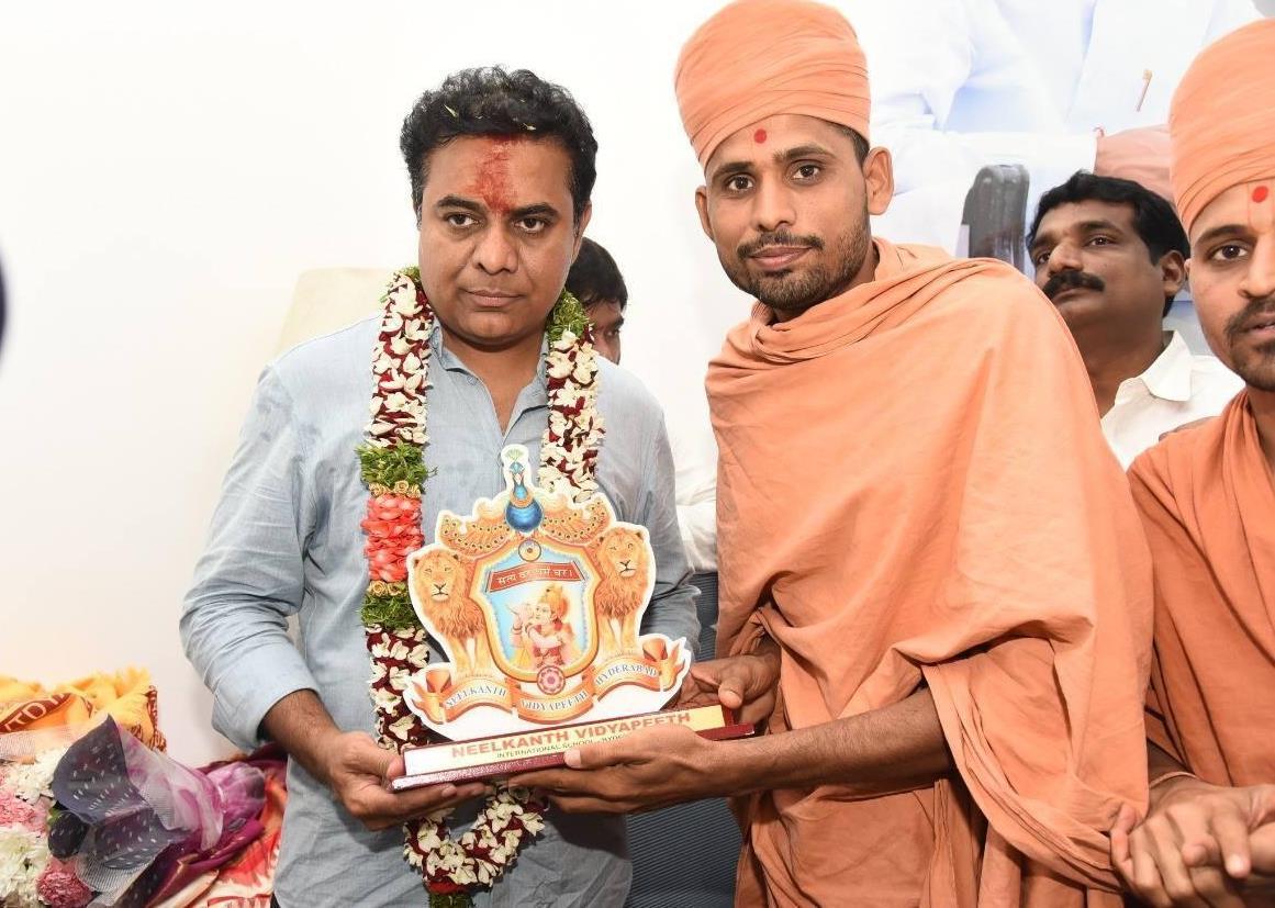 Saints of Swamy Narayan met and presented Memonto to SHRI KALVAKUNTLA TARAKA RAMA RAO
