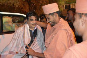 Saints of Swamy Narayan met SHRI NITIN GADKARI