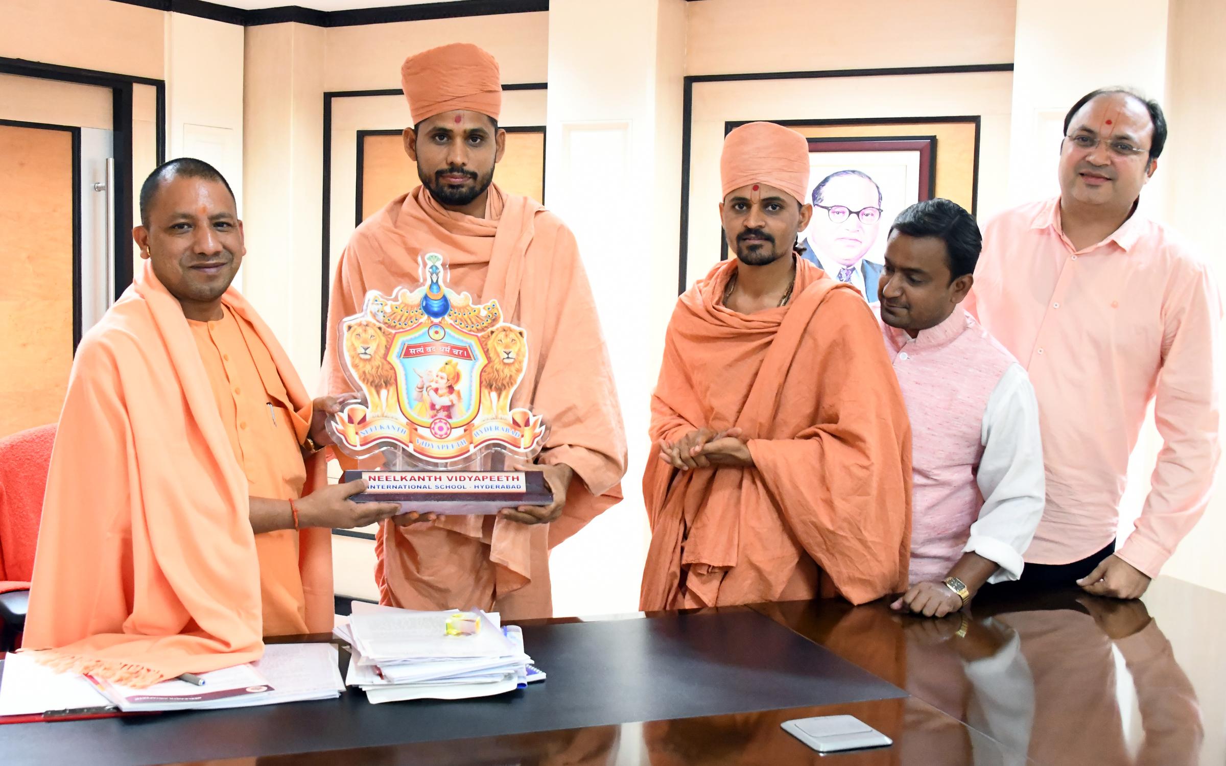 Saints of Swamy Narayan met SHRI YOGI ADITYANATH