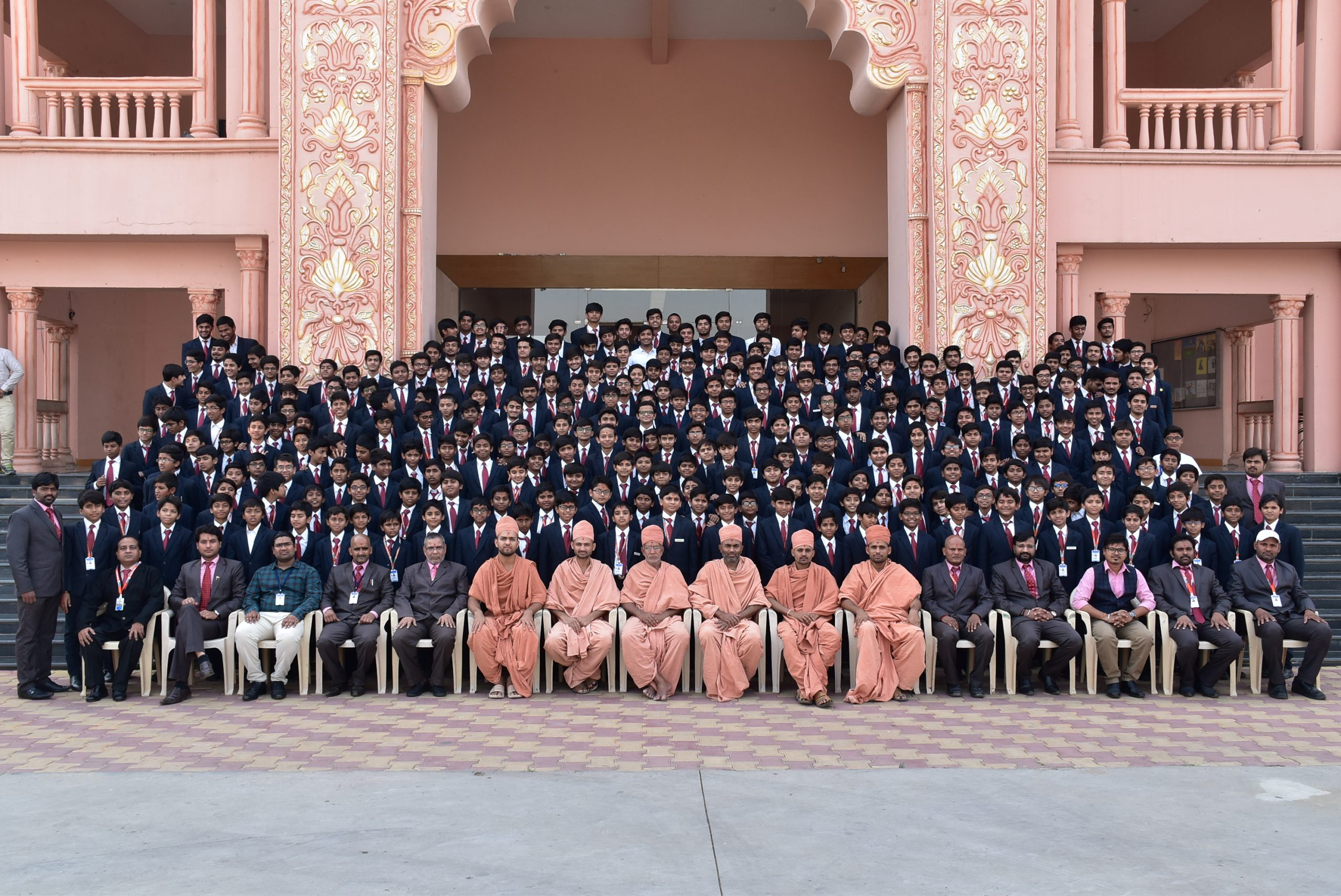 SHREE NEELAKANTH VIDYAPEETH Students Teachers and Saints Group Photo