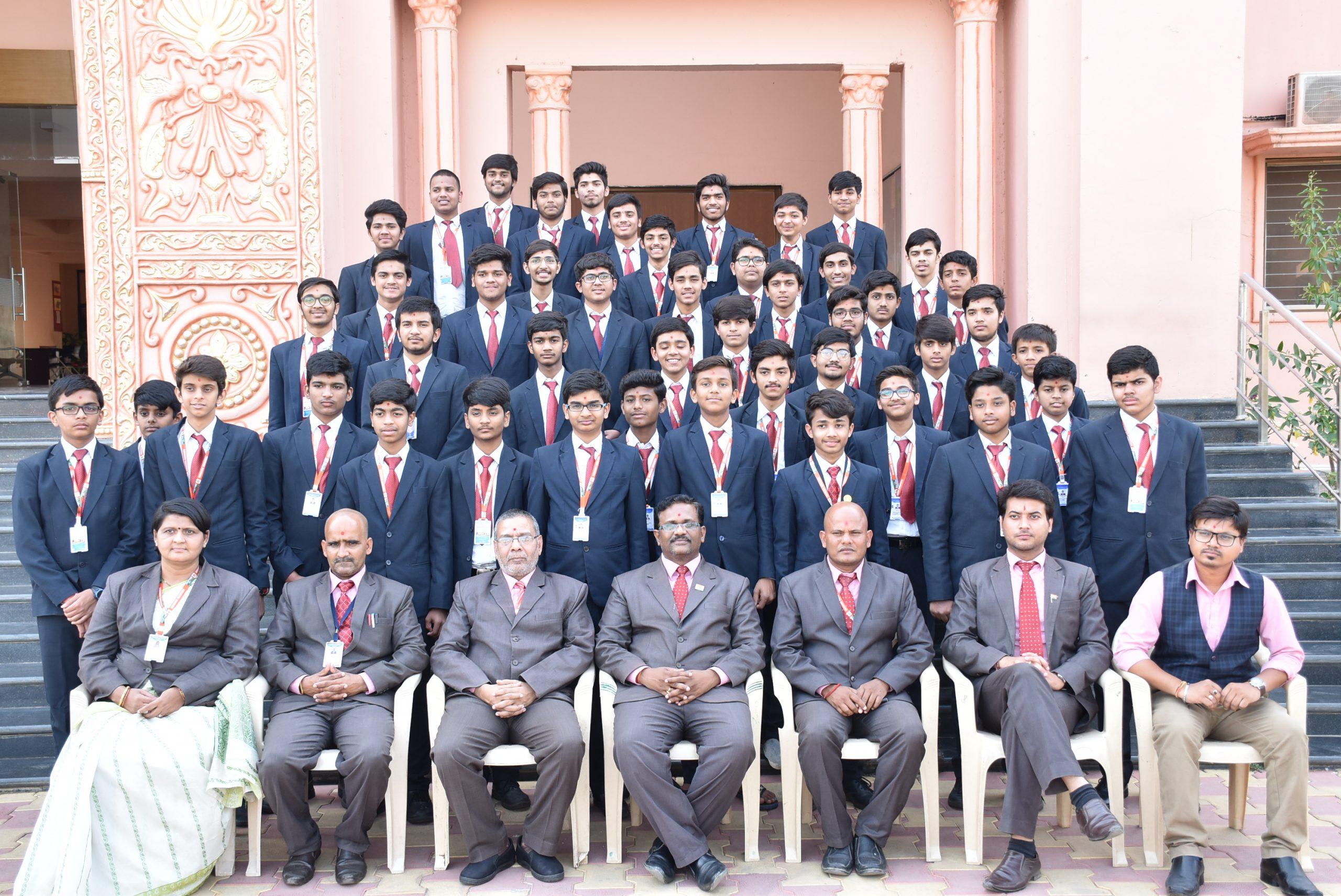 SHREE NEELAKANTH VIDYAPEETH Students and Teachers Group Photo