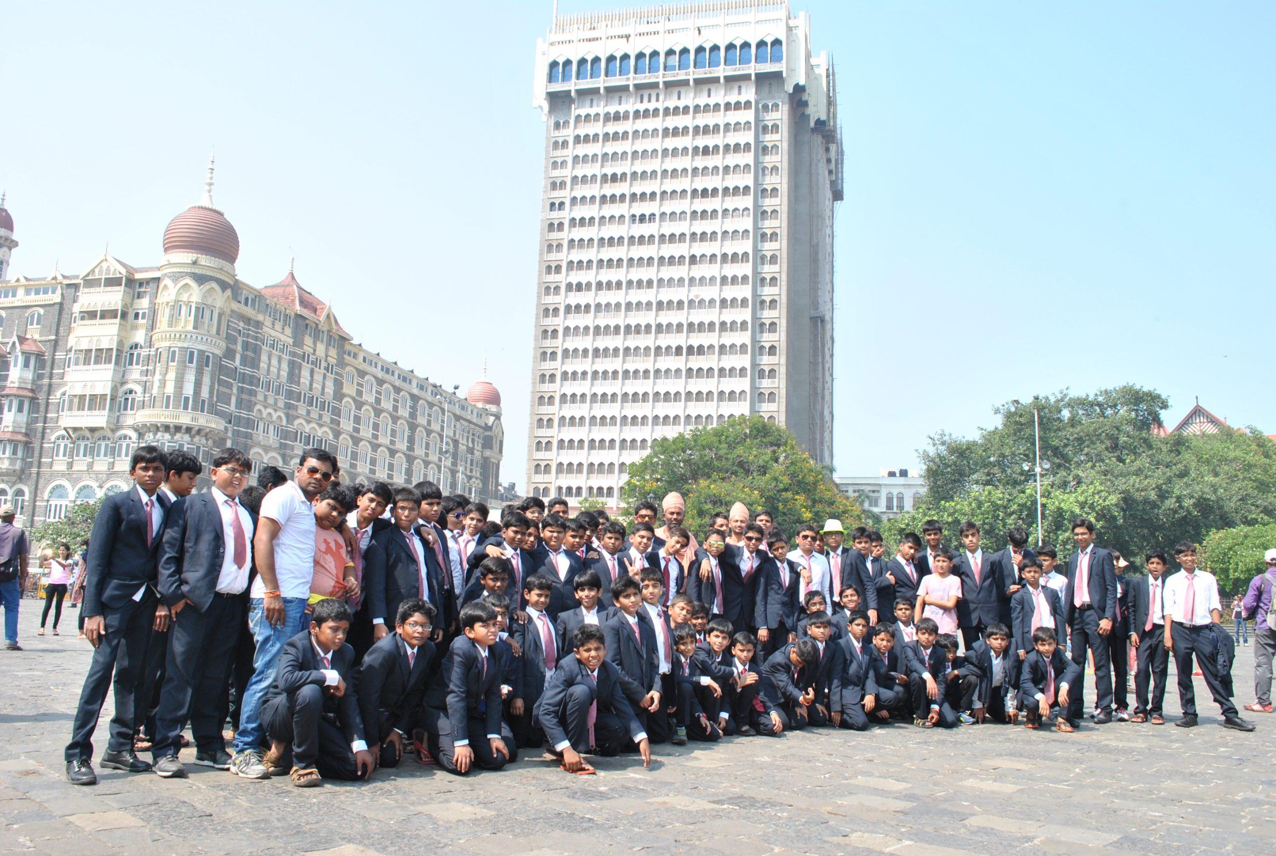 Swamy Narayan Students at Mysore Palace