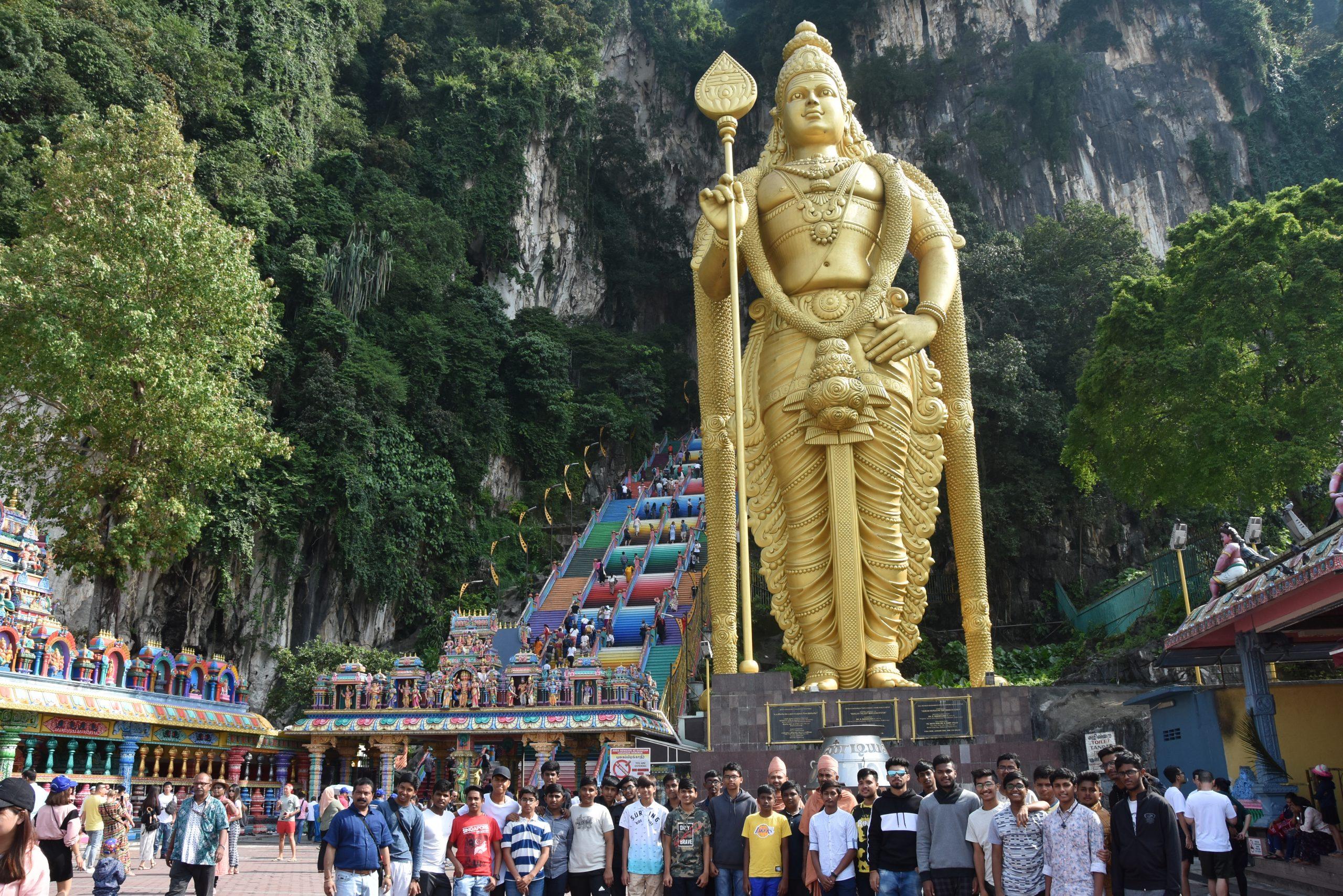 Swamy Narayan Students at Subramanya Swamy Statue
