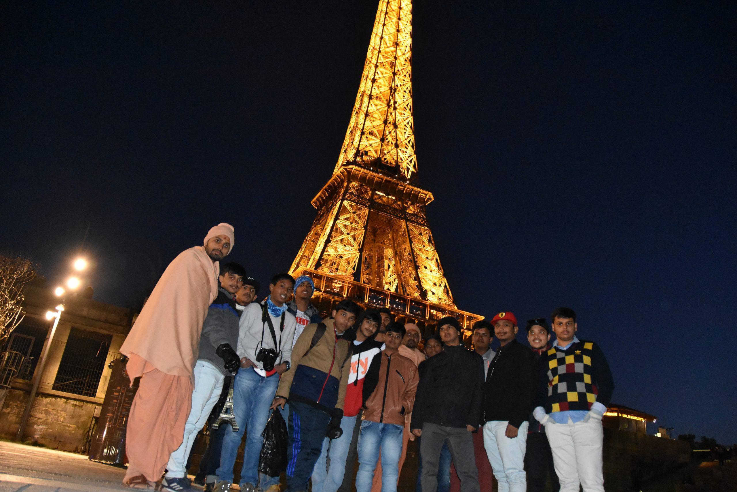 Swamy Narayan Students at Paris Tour